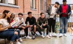 Afbeelding jongeren die lezen